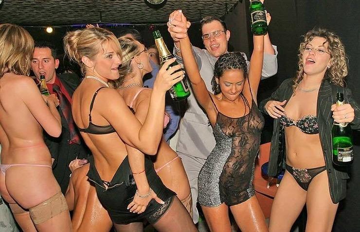 Une soirée baise de fous dans un night-club